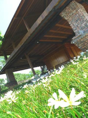 二层楼木制小屋图片